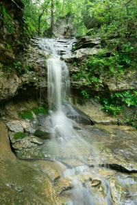 arkansas waterfall hiking trails eureka springs