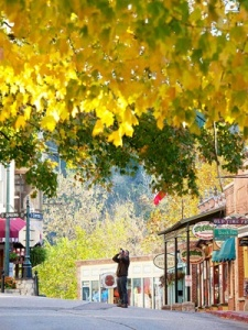 eureka springs fall color downtown